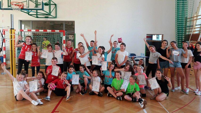 Najmłodsi z Sokoła wystartowali w Turnieju Minisiatkówki w kategorii Dwójek